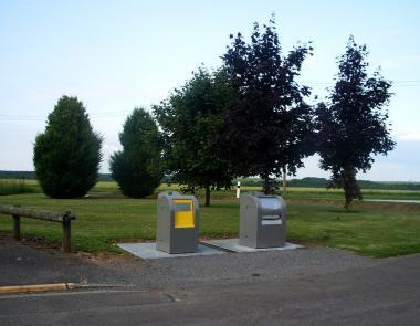 Conteneurs enterrés de la Groue